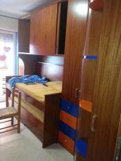 Cameretta per bambini in noce tanganica con cassetti laccati