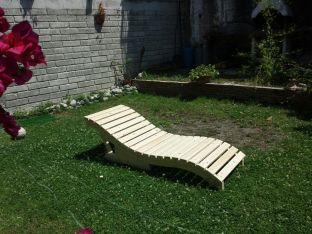 Lettino da giardino regolabile in legno massello